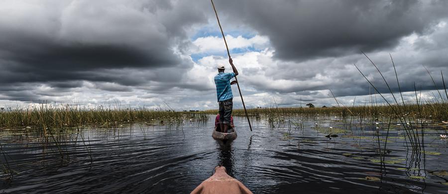 Okavango Delta, Mokoro, Poler